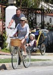 Liev schreiber and Naomi Watts bike with their kids Sasha & Sammy