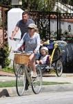 Liev schreiber and Naomi Watts bike with their kids Sasha & Sammy
