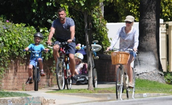 Liev schreiber and Naomi Watts bike with their kids Sasha and Sammy
