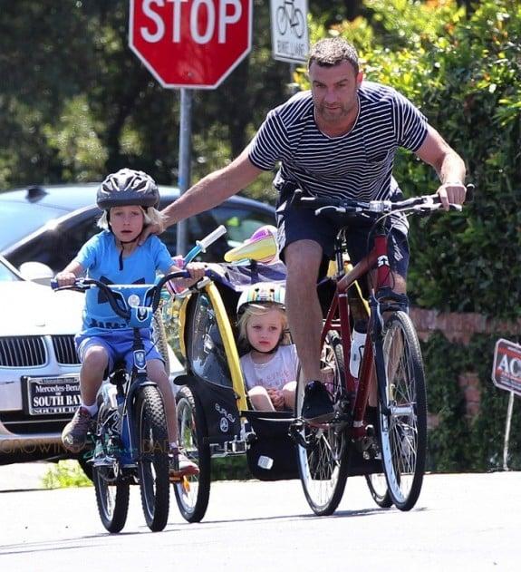 Liev schreiber bikes with his kids Sasha and Sammy