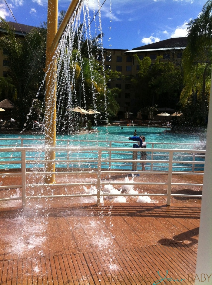 Loews Royal Pacific Resort - pool splash pad