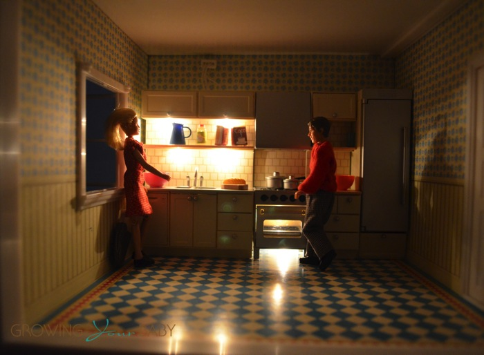 Lundby Smaland Doll House Kitchen Illuminated Growing