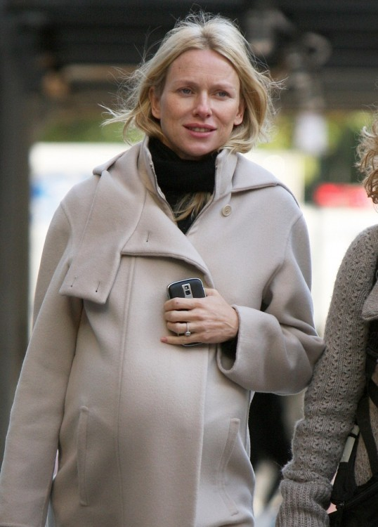 Naomi Watts Pregnant isabella Olivier jacket