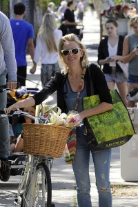 Naomi Watts out for mothers day with her family
