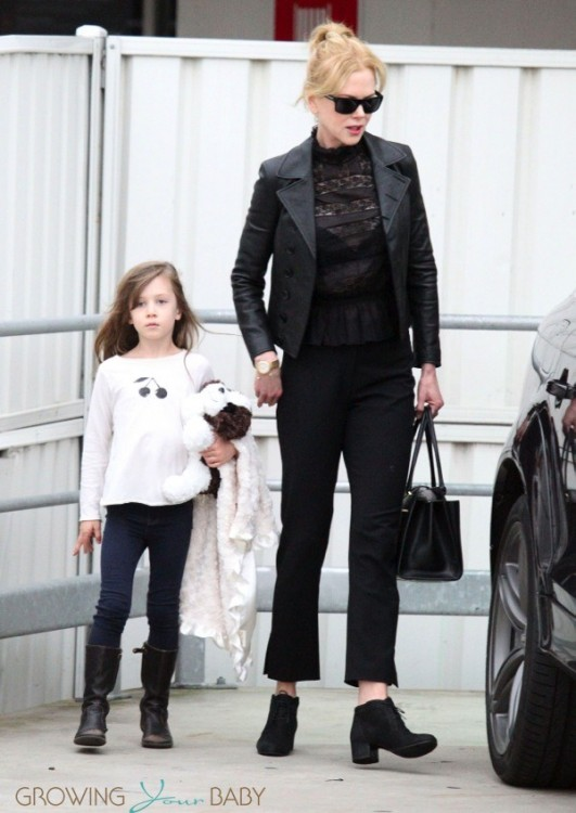 Nicole Kidman touches down in Sydney with daughter Sunday