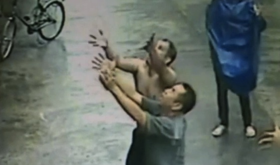 Passers by catch falling toddler