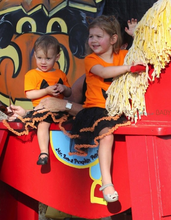 Penna and Mia Ziering at Mr. Bones Pumpkin Patch