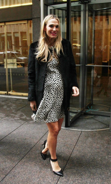 Pregnant Actress Molly Sims out in New York City