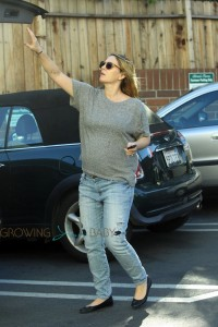 Pregnant Drew Barrymore picks up groceries @ Bristol Farms in Los Angeles