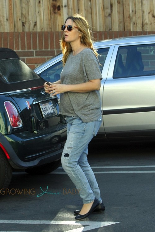 Pregnant Drew Barrymore picks up groceries at Bristol Farms in Los Angeles