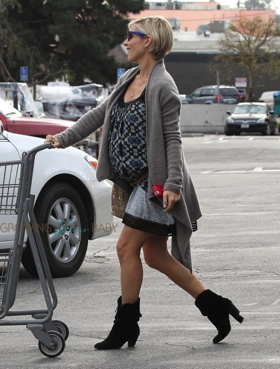 Pregnant Elsa Pataky out shopping in LA