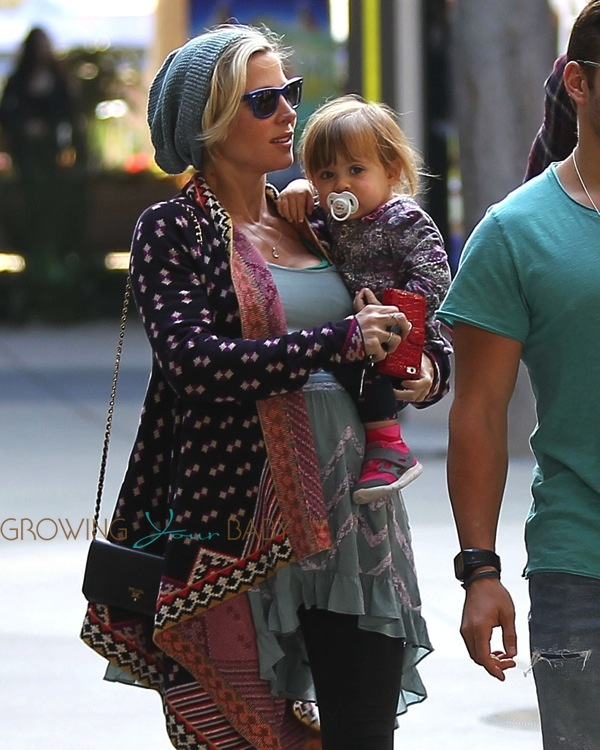 Pregnant Elsa Pataky with daughter India