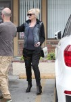Pregnant Gwen Stefani at the doctors