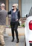 Pregnant Gwen Stefani at the doctors