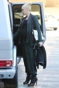 Pregnant Gwen Stefani grabs some ice cream in LA