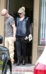 Pregnant Gwen Stefani leaves the doctors