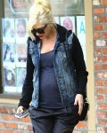 Pregnant Gwen Stefani leaves the doctors in LA