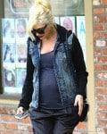 Pregnant Gwen Stefani leaves the doctors in LA