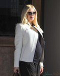 Pregnant Gwen Stefani out for lunch