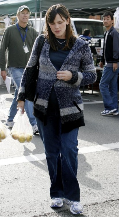 Jennifer Garner at Farmer's Market in Santa Monica!