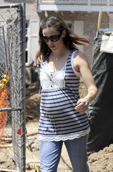 Pregnant Jennifer Garner house hunting in Brentwood