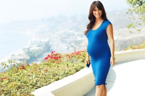 Pregnant Jennifer Love Hewitt designs for A Pea in The Pod