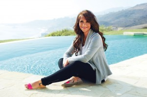 Pregnant Jennifer Love Hewitt for A Pea in The Pod