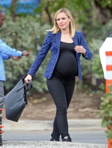 Heavily pregnant Kristen Bell seen on the set of 'House of Lies' in Los Angeles