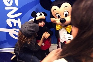 Pregnant Shakira takes her son Milan to the Disney Store