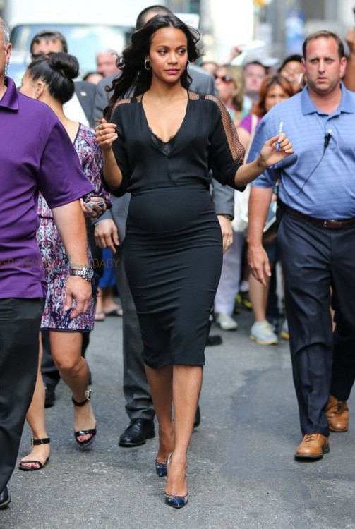 Pregnant Zee Saldana arrives at David Letterman Show