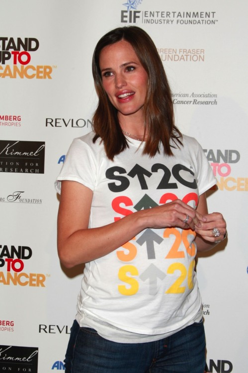 Pregnant jennifer garner stand up to cancer 08