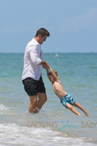 Robin Thicke and son Julian have a blast in South Beach in Miami
