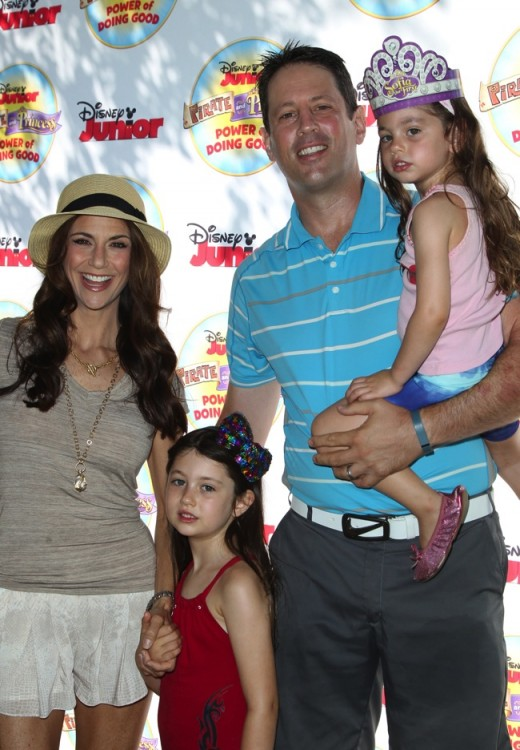 """Samantha Harris and Michael Hess with kids Jocelyn and Hillary at Disney Junior's """"Pirate and Princess Power of Doing Good"""" tour"""