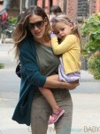 Sarah Jessica Parker carries Tabitha(Loretta) to school