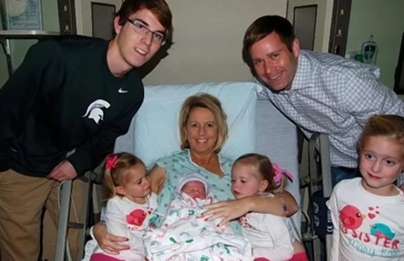 Sean and Carolyn Savage with 5 of their children