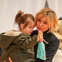 Sienna Miller Takes Marlowe Toy Shopping in NYC!