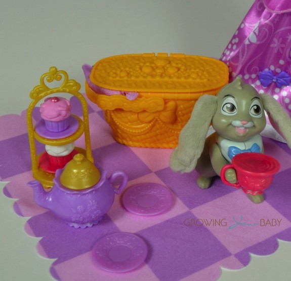 Sofia The First Tea Party Picnic - clover and accessories