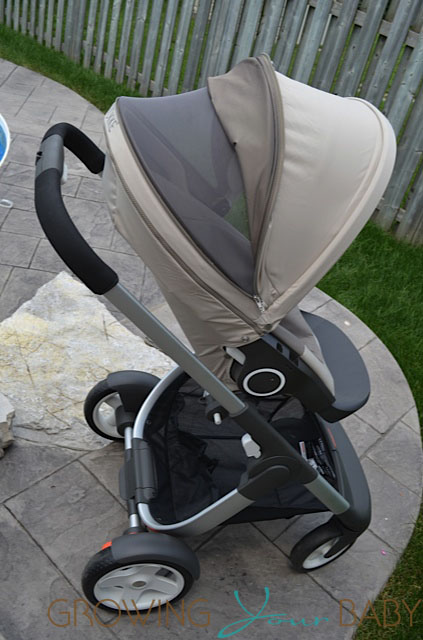 Stokke Crusi canopy open with mesh