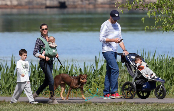 Gisele Bundchen, Tom Brady, family and dog all steal kisses in the
