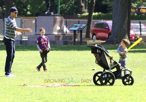 Tom Brady Plays baseball with his sons John and Benjamin