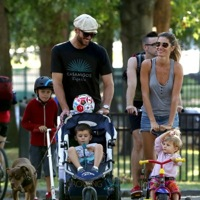 Tom & Gisele Play At The Park With Their Crew!