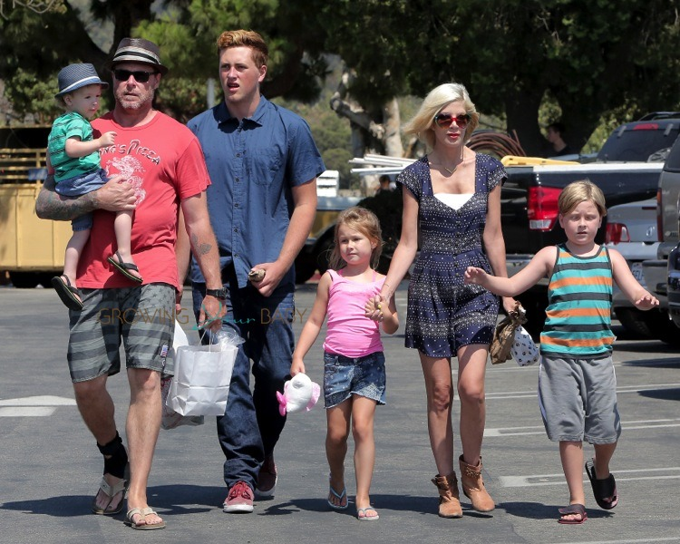 Tori Spelling and Dean McDermott at the Malibu market with their kids Stella, Liam, Finn and Jack