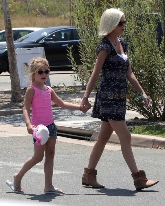 Tori Spelling and daughter Stella at the Malibu market