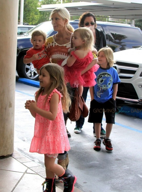 Tori Spelling out shopping with her kids Hattie, Finn, Stella and Liam