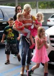 Tori Spelling out shopping with her kids Hattie, Finn, and Stella