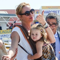 Uma Thurman Arrives in Venice With Her Family