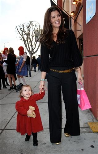 ali landry shops with daughter Estella Robertson