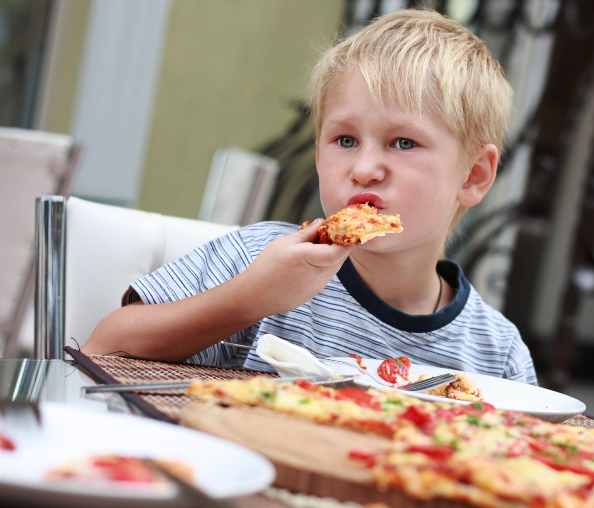 kid eating pizza - HD 1200×1028