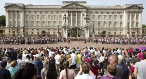 crowds outside of Buckingham Palace Wait for the baby announcement