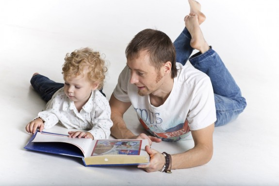 dad reading son